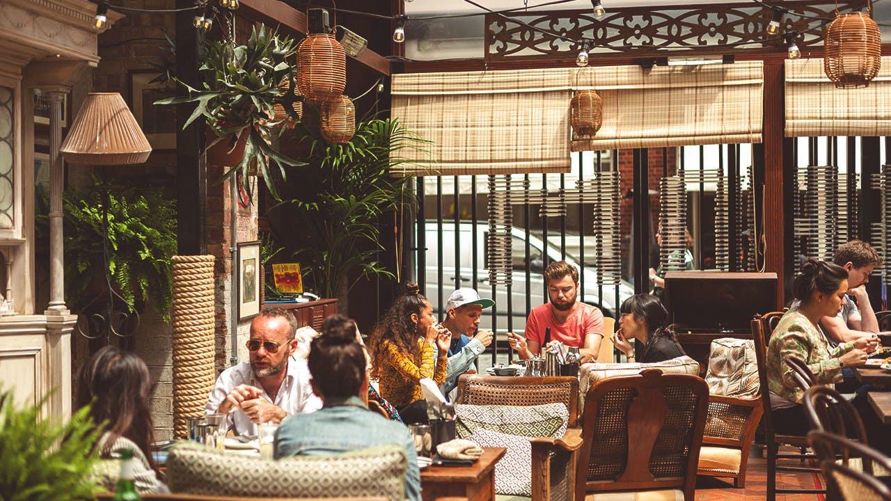 Review Para Pengunjung Veranda Restoran Dari Masa Ke Masa